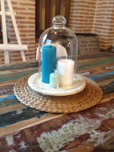 Deco. Industrial corner. Recycled wooden table. Centerpiece. Candles. Home sweet home.