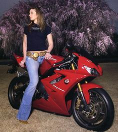 You know how I know she doesn't ride? The belt. Sexy bike, though.