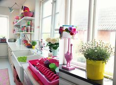 A bright, colourful kitchen Source: (Tipsy Tessie) Bright Kitchens, Cool Kitchens, White Kitchens, Pink Dishes, Sweet Home, Happy Kitchen, Kitchen Colors, Kitchen Ideas, French Decor