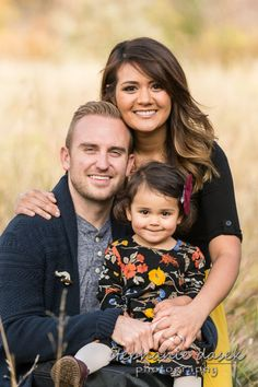 Fall Family Portraits, Family Portrait Poses, Family Picture Poses, Family Photo Outfits, Family Photo Sessions, Family Posing, Family Photoshoot Ideas, Family Photos With Baby, Summer Family Photos