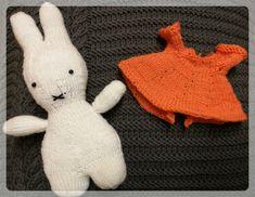 Miffy! – Bestrickendes #miffy #kostenloseanleitung Miffy, Dinosaur Stuffed Animal, Knitting, Toys, Cute, Animals, Kawaii, Activity Toys, Tricot