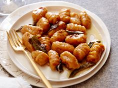 Get this all-star, easy-to-follow Sweet Potato Gnocchi with Maple Cinnamon Sage Brown Butter recipe from Giada De Laurentiis