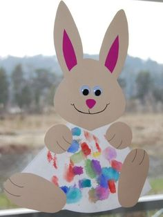 ostergeschenke mit kindern basteln fensterdeko idee basteln papier hase autour du tissu déco enfant paques bébé déco mariage diy et crochet Easy Easter Crafts, Spring Crafts For Kids, Easter Projects, Easter Art, Daycare Crafts, Bunny Crafts, Easter Crafts For Kids, Toddler Crafts, Preschool Crafts