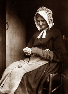 +~+~ Vintage Photograph ~+~+  Woman darning socks in Whitby.  Photograph by Frank Sutcliffe.