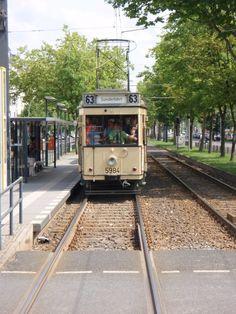 Ein historischer Berliner Straßenbahnwagen, am  9.6.13 auf einer Sonderfahrt.  Foto aus einem vorausfahrendem Wagen.
