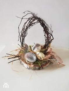 Easter Table Decorations, Diy Party Decorations, Easter Tree, Easter Wreaths, Deco Nature, Branch Decor, Silk Flower Arrangements, Egg Art, Easter Baskets
