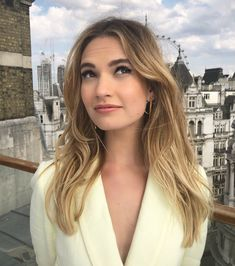 Lily doing press for Mamma Mia! Mamma Mia, Actress Lily James, Cooler Look, Madame, Pretty People, Girl Crushes, New Hair, Hair Inspiration, Blonde Hair