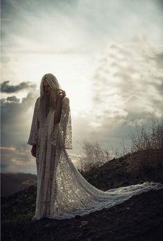 Mariage Bohème : les nouvelles robes de mariée Odylyne The Ceremony http://www.vogue.fr/mariage/adresses/diaporama/mariage-bohme-les-nouvelles-robes-de-marie-odylyne-the-ceremony/25021#mariage-bohme-les-nouvelles-robes-de-marie-odylyne-the-ceremony-1