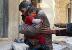 Um homem resgata sua irmã de escombros na Síria - Imagens impactantes que revelam a verdade sobre a humanidade – Sede Insana