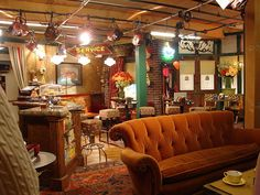 WB Studio Tour-- sit on the couch at Central Perk!