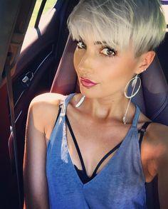 Ich sitze jetzt die nächsten 4 Std beim Friseur Ansätze färben Haare schneiden und evtl eine kleine Veränderung #me #hair #hairdresser #haircolor #highlights #pink #shorthair #pixie #pixiecut #undercut #beauty #beautiful #fashion #fashionista #stuttgart #0711 #photo #photooftheday #weekend #holiday #selfie