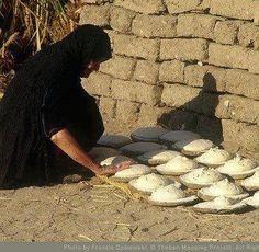 مصر اسوان .. الخبز الشمسي