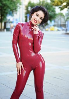 A photoshoot from June 2012 . I still have many old photoshoots to share here :)   Almost all latex lovers love catsuits  most for one reaso...