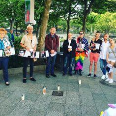 #westandwithorlando   Berlin gedenkt den Opfern. Mehr in unseren Instagram Stories. #EnoughisEnough #StopHomophobia #LGBTI #Community #Gesellschaft #orlando #gedenken #victims #usa #sommer #pride2017 #weareone #weareorlando
