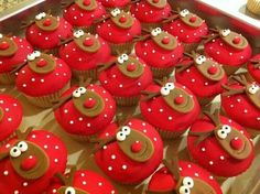 70 ideas for cupcakes decoration navidad natal Christmas Sweets, Christmas Cooking, Noel Christmas, Christmas Goodies, Simple Christmas, Reindeer Christmas, Christmas Recipes, Cupcakes For Christmas, Minion Christmas