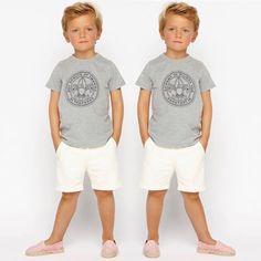 """T-shirt """"BOYS SCOUTS"""" + Bermuda blanc cassé + Espadrilles rayées rouge"""