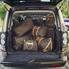 Land Rover full of Louis Vuitton Luggage! #louisvuitton #louisvuittonluggage #louisvuittonlover #purseblog #bagsofTPF #travelinstyle #lvobsessed #holidaytravels #landrover #fashion #luxury #trendy #moshposhfinds #mymoshposh #designerconsignment @purseblog