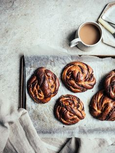 Hazelnut, Pecan & Chocolate Babka Rolls | top with cinnamon