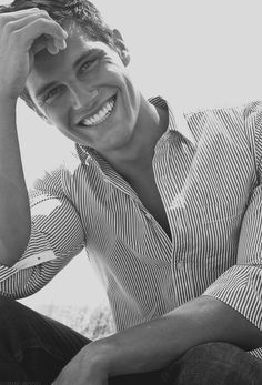 gorgeous pose and smile for a senior male session. Inspirations for Monica Hahn Photography Pic Pose, Picture Poses, Photo Poses, Senior Boy Poses, Senior Guys, Guy Poses, Senior Year, Senior Portrait Poses, Male Portraits