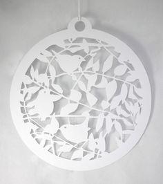 Deux Boules de papier grand   Fait à la main en ligne By Sarah Morpeth