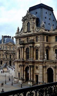 Palácio  do Louvre, Paris, França