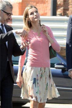 Letizia Ortiz con look de primavera de Hugo Boss