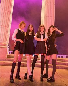 Your source of news on YG's biggest girl group, BLACKPINK! Kpop Girl Groups, Korean Girl Groups, Kpop Girls, Divas, Kim Jennie, Blackpink Fashion, Korean Fashion, Photo Manga, K Wallpaper
