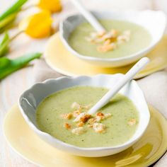 we life is good Healthy Soup, Healthy Snacks, Healthy Recipes, Clean Recipes, Soup Recipes, Lunch Restaurants, Belgian Food, Good Food, Yummy Food