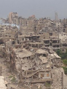 """""""Old Homs is a ghost city - this time I heard only the birds"""". Listen to @Roozbeh Kaboly http://bbc.in/1jHMziB pic.twitter.com/IxMMOOIgyh   today   :(:("""
