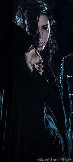 """Yuu Shiroyama - Aoi Birth Name: Shiroyama Yuu (城山優) Position: Guitar Birth: January 20, 1979 Blood Type: A Birthplace: Mie prefecture (Kansai district) Height: 171 cm (5ft 8"""") Weight: 55 kg"""