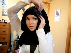 Khaleeji hijab tutorial 2 she showed the basics in   tutorial 1.  please be warned, some very NASTY people made some very  unpleasant comments in the comments on both these videos... its sad when people tear down members of their own religion, for  doing their best.