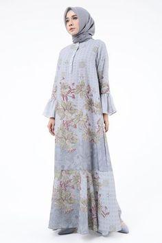 Street Hijab Fashion, Abaya Fashion, Muslim Fashion, Fashion Dresses, Women's Fashion, Model Dress Kebaya, Muslimah Clothing, Dress Muslimah, Dress Patterns Uk