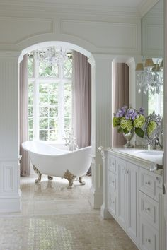 Fairytale Bath Fabulous & classic bathroom - This pretty claw foot tub sits in a niche with a lovely view!Fabulous & classic bathroom - This pretty claw foot tub sits in a niche with a lovely view! Dream Bathrooms, Beautiful Bathrooms, Beautiful Kitchens, Luxury Bathrooms, Master Bathrooms, Home Design, Interior Design, Design Ideas, Design Projects