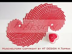 © Copyright 2017 by HT Design H. Toprak / All Rights reserved The instructions are in German and English (bilingual) Muschelform red Finished size: approx. 44 x 22 cm g cotton thread Anchor Liana by Coats Steel crochet hook mm Stitc Filet Crochet, Crochet Doilies, Doily Patterns, Crochet Patterns, Easy Stitch, Tatting, Pattern Library, Crochet Videos, Crochet Home