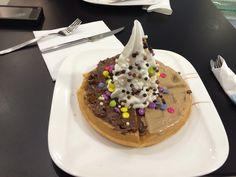Waffle with smarties and  hot chocolate and frozen yogurt at the top!!!
