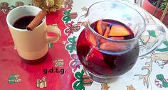 Το Ελληνικό Χρέος στη Γαστρονομία: Glühwein και Σανγκριά, εδώ θα βρείτε όλα τα ποτά π... Alcoholic Drinks, Wine, Christmas Recipes, Debt, Glass, Greek, Food, Drinkware, Corning Glass