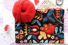 POCHETTE in stoffa floreale blu e rossa con di BrightSpotOfColour