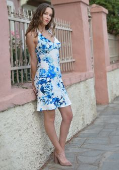 Stunning white cocktail dress with a bright blue floral print. Slinky mermaid halterneck dress with an open back and open shoulders is the perfect outfit for a special occasion. Rusalka, Sport Chic, Fashion Seasons, Classy Dress, Spring Summer 2018, Pastel Colors, Print Patterns, Floral Prints, Mermaid