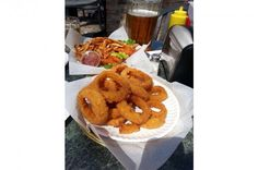 Along with French fries, onion rings are a quintessential junk-food side dish… Onion Rings, French Fries, Junk Food, Side Dishes, America, Snacks, Vegetables, Eat, Deep Fryer