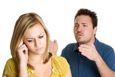 Alguns comportamentos muito comuns do universo masculino devem ser revistos. São gestos que ofendem às mulheres, mesmo quando parecem inofensivos. Veja quais são: