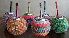 Resultado de imagen para mates a crochet Crochet Patterns, Christmas Ornaments, Knitting, Holiday Decor, Decorating, Drawings, Kitchen, Mixing Of Colours, Newspaper