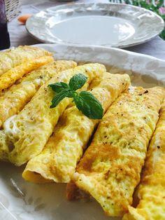 Le frittatine ripiene di prosciutto cotto e mozzarella di bufala, sono un secondo completo, accompagnate con verdure, possono risolvere la cena o un pranzo.