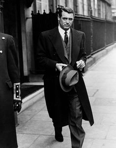 """""""Everyone wants to be Cary Grant. Even I want to be Cary Grant"""" - Cary Grant ; haha good for you, Cary Old Hollywood, Hollywood Glamour, Classic Hollywood, Hollywood Actor, Hollywood Style, Hollywood Icons, Cary Grant, Best Dressed Man, Sharp Dressed Man"""