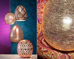 Découvrez une magnifique collection de déco orientale venue tout droit d'Egypte. Un style où l'on retrouve les fameuses arabesques et les luminaires ajourés