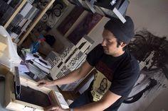 Φελίπε Κατωτριώτης: Η punk αισθητική στην Τέχνη της μεταξοτυπίας