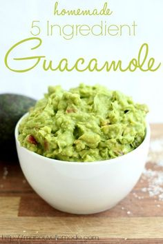 Guacamole Recipe Discover Homemade 5 Ingredient Guacamole - Ma Nouvelle Mode This summer guacamole has 5 ingredients and can all be mixed in one bowl! It will be your new go-to guacamole recipe for the summer promise! Salsa Guacamole, Guacamole Recipe Easy, Avocado Recipes, Homemade Guacamole Easy, How To Make Guacamole, Salsa Recipe, Healthy Snacks, Healthy Eating, Sauces