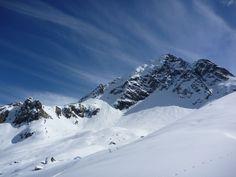 Die Skitour zur Lobspitze ist landschaftlich eine sehr reizvolle Tour mit relativ wenig Aufstieg im Verhältnis zur Abfahrt. Es werden allerdings die Sonnenkopfbahn und die Kristbergbahn benötigt. Mount Everest, Mountains, Nature, Travel, Bus Stop, Communities Unit, River, Alps, Places