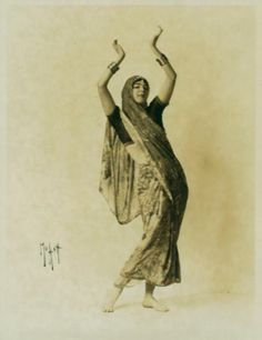 Ruth St Denis, in costume, no specific dance. 1916-1917