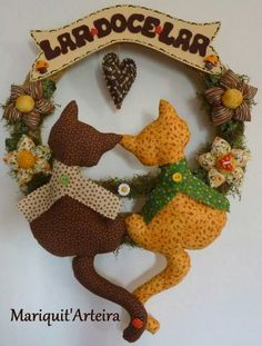 De todos os tipos Cat Crafts, Diy And Crafts, Arts And Crafts, Felt Ornaments, Christmas Ornaments, Felt Wreath, Hanging Mobile, Welcome Wreath, Toy Craft