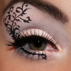 Black flowers #Makeupart by #kiniachnamakeup #eyemakeup pretty eyes - bellashoot.com